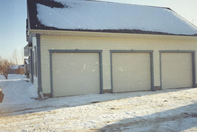 Garage of Almonte residence built by David Barr Construction